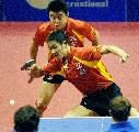 图文:乒乓球世界杯团体赛 王励勤/王皓获胜