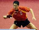 图文:乒乓球世界杯团体赛 王励勤险胜米尔诺夫