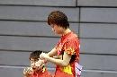 图文:中国女团首战告捷 张怡宁认真准备
