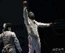 图文:[击剑]男花一剑憾负韩国 雷声得分振臂