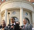 图文:琼斯抵达联邦法院 追悔莫及承认服用禁药
