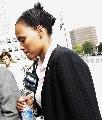 图文:琼斯抵达联邦法院 可能被剥夺纪录和奖牌