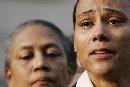 图文:琼斯认罪并宣布退役 面对媒体泪流满面