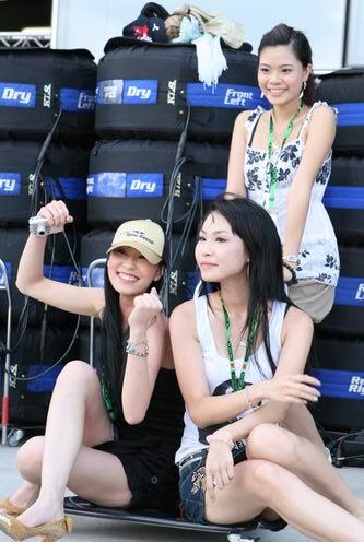 图文:[F1]中国站第三次练习 她们为谁欢呼?