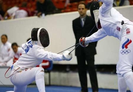 图文:击剑世锦赛团体赛 中国骆晓娟中剑告负