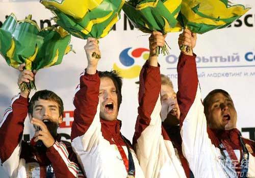 匈牙利夺男佩团体赛金牌