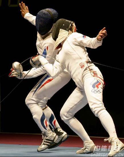 图文:[击剑]女重团体赛法国夺金 双人舞蹈