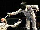 图文:[击剑]女重团体赛法国夺金 居高临下