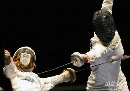 图文:[击剑]女重团体赛法国夺金 手长剑快