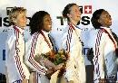 图文:[击剑]女重团体赛法国夺金 领奖台唱国歌