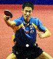 图文:中国男团3-0胜奥地利 王励勤反手回球