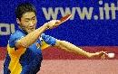 图文:中国男团3-0胜奥地利 王励勤比赛中回球