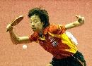 图文:中国女乒3-0中国香港 张怡宁大力扣杀