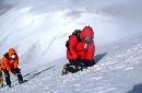 组图:玉珠峰登山队冲击顶峰 张朝阳在登顶途中