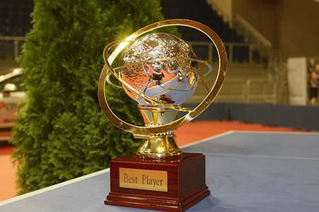 图文:乒乓球团体世界杯奖杯 最佳运动员奖杯