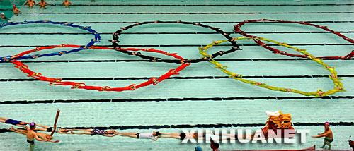 福州游泳爱好者水上静漂 喜迎北京奥运会(组图)