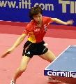 图文:乒球世界杯女团决赛 张怡宁挥拍扣杀