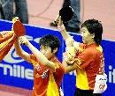 图文:乒球世界杯女团决赛 郭跃李晓霞庆祝胜利