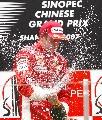 图文:[F1]中国大奖赛正赛 打开香槟放飞心情