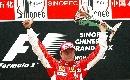 图文:[F1]中国大奖赛正赛 胜利者高举冠军奖杯