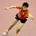 图文:乒球世界杯女团决赛 郭跃飞身救险成功