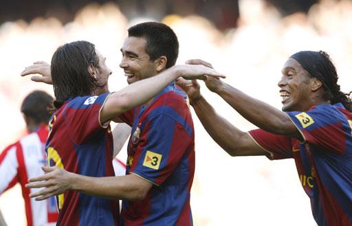 图文:巴萨3-0马竞 德科拥抱梅西