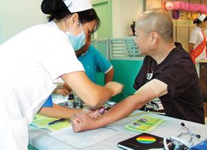 香港同胞在三九脑科医院体检中心进行抽血体检