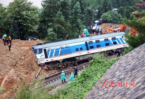10月8日,由浙江温州开往安徽亳州的N402次旅客列车,行驶至温州市与丽水市交界处遭遇山体滑坡发生脱轨事故。
