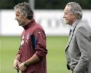图文:意大利集训备战欧洲杯 多纳多尼场边指点