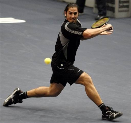 图文:ATP维也纳赛首轮 卡纳斯反手切削
