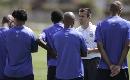 图文:[世界杯预选赛]巴西队备战 邓加讲解战术