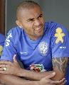 图文:[世界杯预选赛]巴西队备战 阿尔维斯