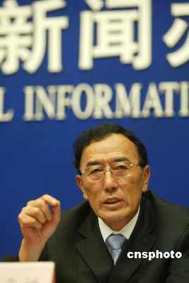 """2007年6月20日,西藏自治区主席向巴平措在北京国新办发布会上表示:吐蕃王族公元9世纪解体以后,藏区从来没有形成过统一的""""大藏区"""",达赖提出来要搞""""大藏区""""是别有用心的,实际上是一种变相""""独立"""",渐进式""""独立""""。 中新社发 杜洋 摄"""