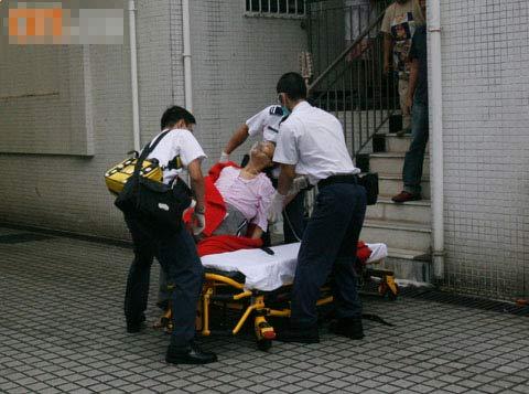 沈殿霞被送往医院