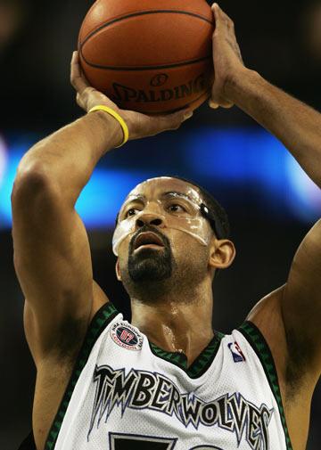 图文:[NBA]凯尔特人胜森林狼 霍华德投篮出手