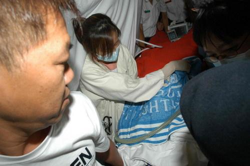 肥姐到达医院准备进行抢救