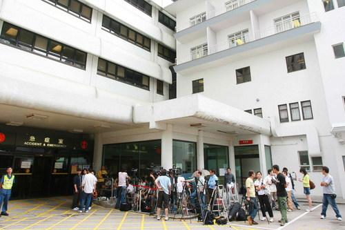大批媒体赶往医院