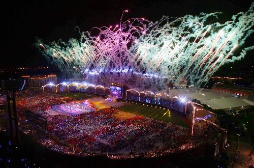 图文:2007年世界夏季特殊奥运会闭幕 现场烟火