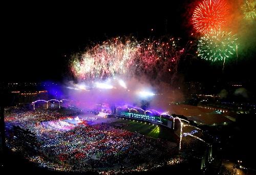 图文:2007年夏季特殊奥运会闭幕 烟火点亮夜空