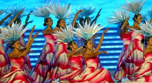 图文:2007年世界夏季特殊奥运会闭幕 优美舞蹈