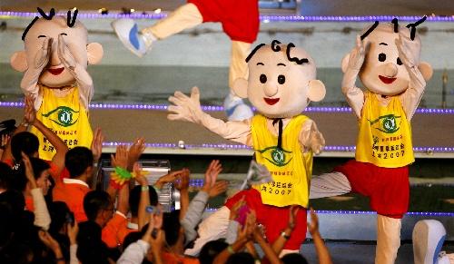 图文:世界夏季特殊奥运会闭幕 跳起欢快舞蹈