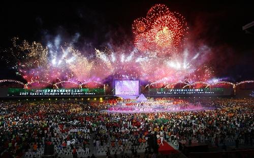 图文:世界夏季特殊奥运会闭幕 火树银花不夜天