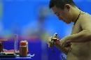 图文:中国男乒巴塞罗那首训 马琳身体强壮