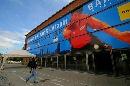 图文:中国男乒巴塞罗那首训 体育馆大幅海报