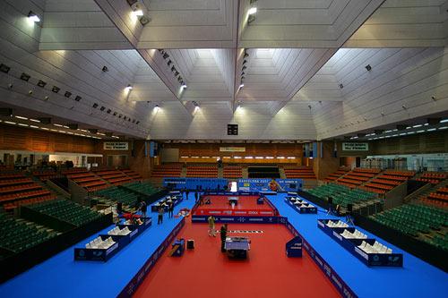 图文:中国男乒巴塞罗那首训 体育馆照明出色