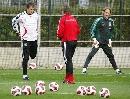 图文:德国备战欧锦赛预选赛 主帅指点莱曼