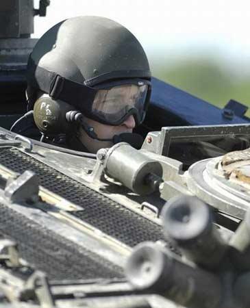25岁的威廉王子明年1月将结束陆军的训练生活。图片:英国国防部(UK MOD photo by Sgt Gary Tyson)