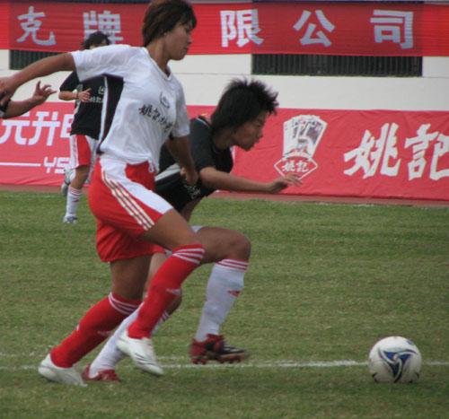 图文:[女足]南北明星赛 韩端对抗袁帆
