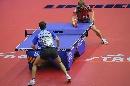 图文:男乒世界杯波尔4-0施拉格 台前对峙
