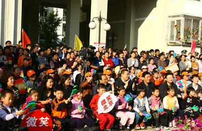 活动吸引了众多居民参加